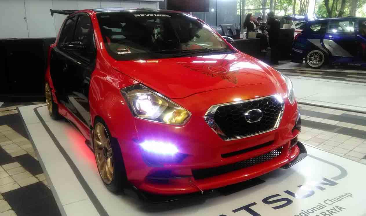 Gambar Modifikasi Mobil Avanza Warna Merah