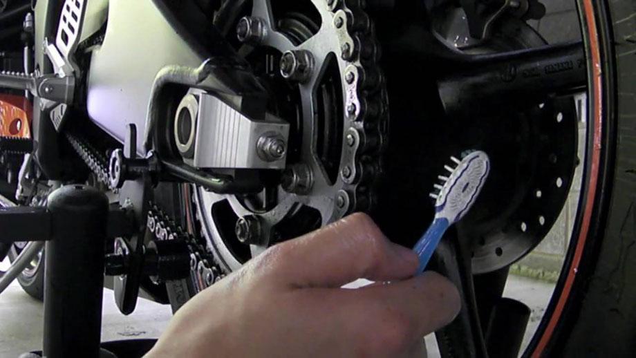 Cara Gampang Cuci Motor, Bisa Dilakukan Sendiri di Rumah