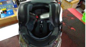 Posisikan helm terbalik setelah digunakan.Foto/Carmudi Indonesia/Ben