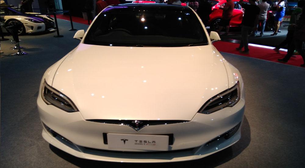 Tesla Model S P100d Salah Satu Sedan Tercepat Hadir Di Iims 2017