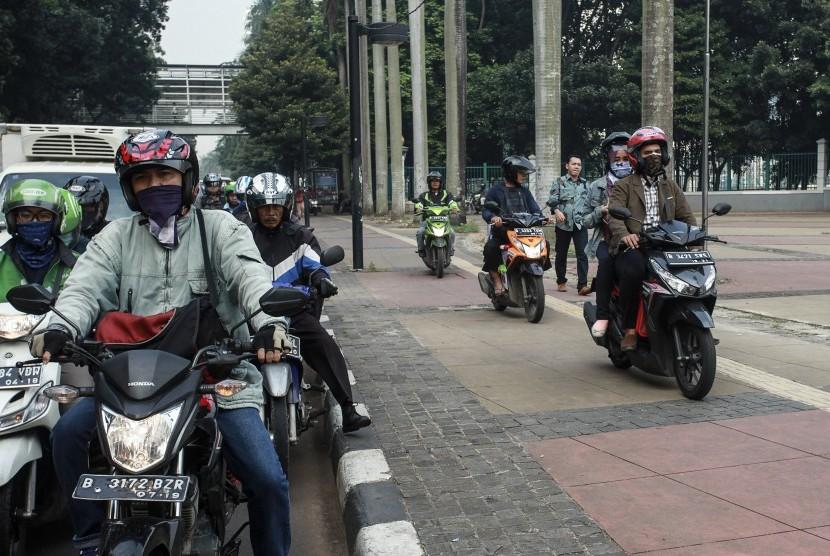 motor naik trotoar