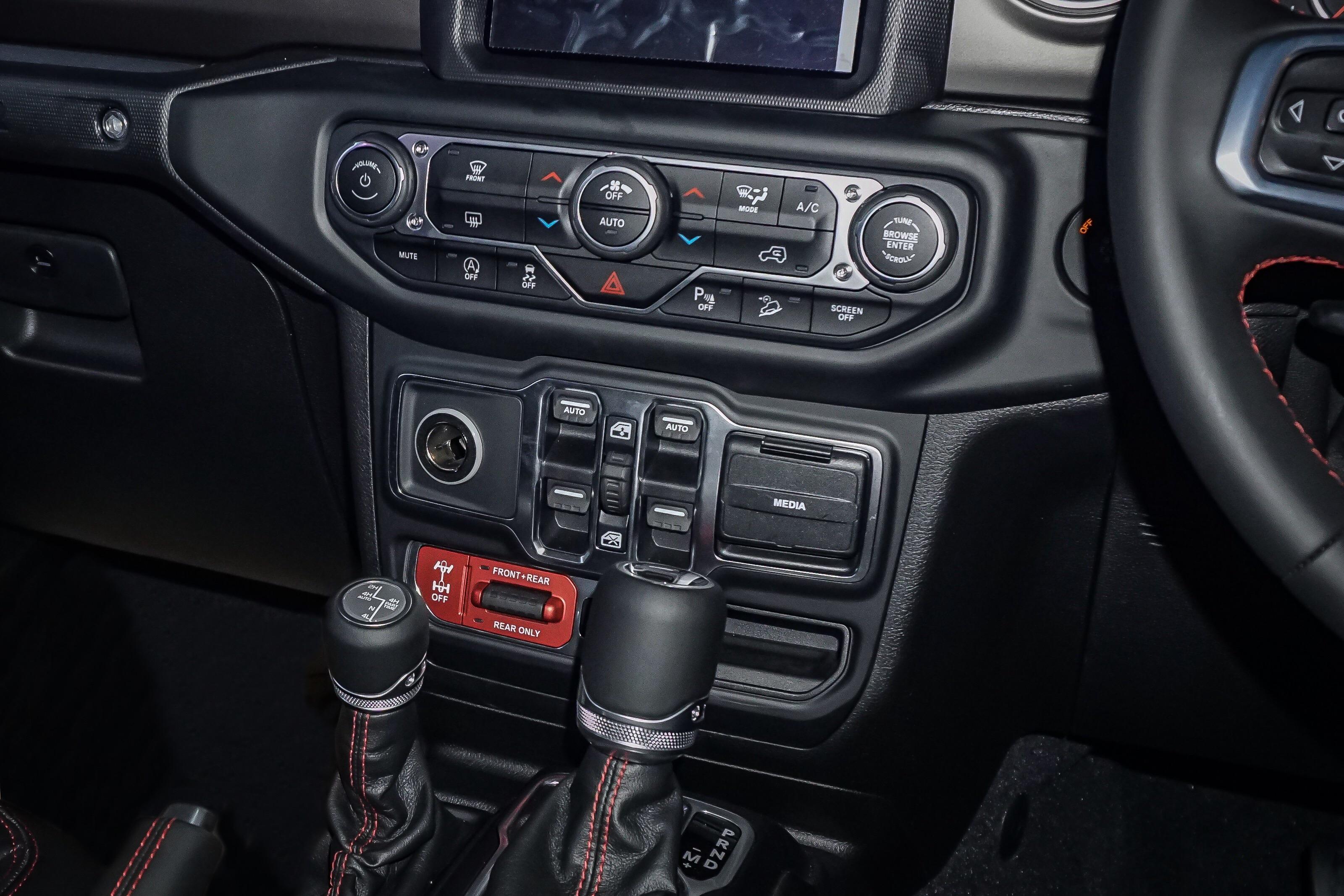 Jeep Wrangler Interior >> Ini Spesifikasi Lengkap Jeep Wrangler Baru Indonesia Yang