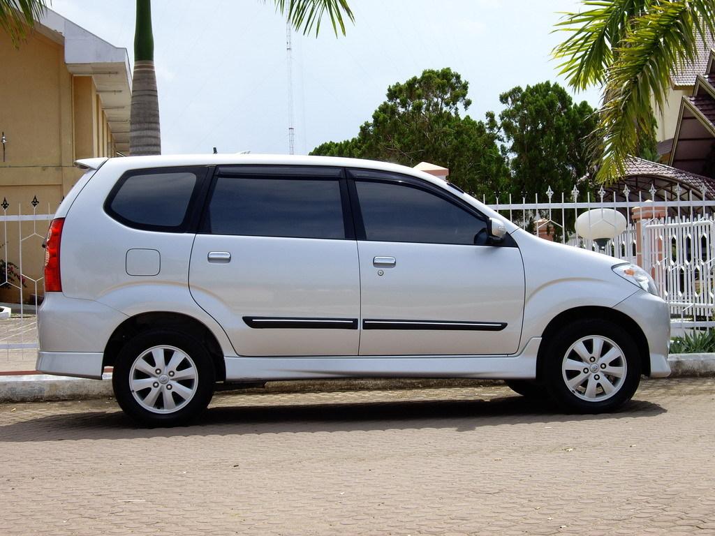 Toyota Avanza tipe S 2009