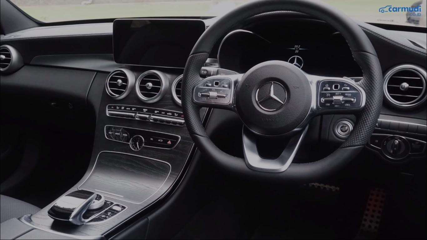 Desain Dashboard Mercedes-Benz C-Class Facelift