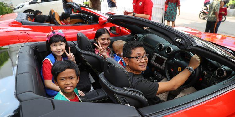 Bakti sosial Ferrari Owners Club (FOCI)