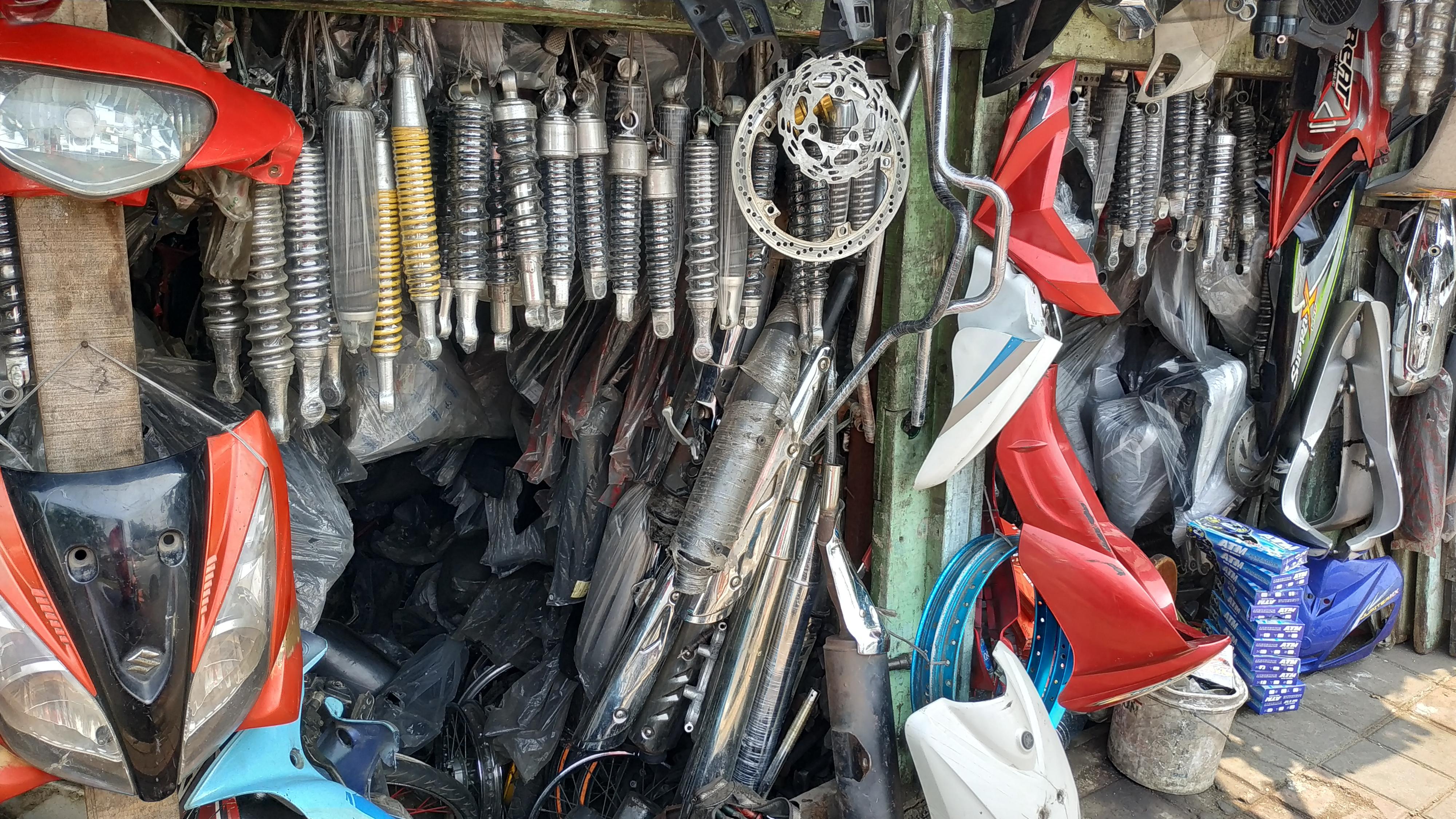 Toko sparepart copotan tidak hanya menjual shockbreaker Honda BeAT