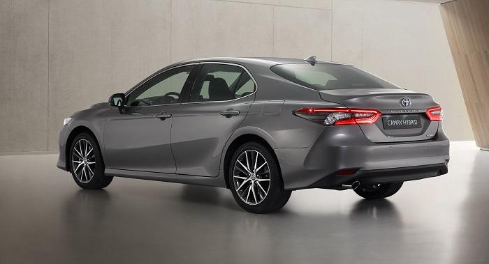 Makin Ganteng Toyota Camry Hybrid 2021 Mendapat Penyegaran