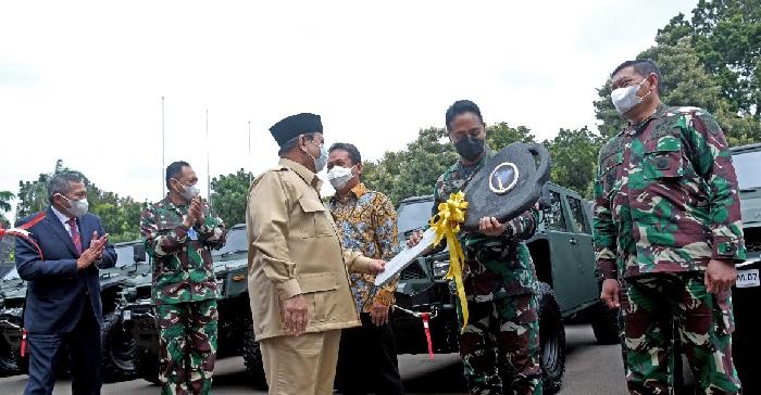Penyerahan mobil perang Maung