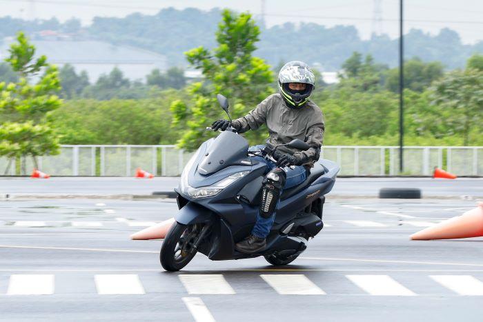 Berkendara sepeda motor