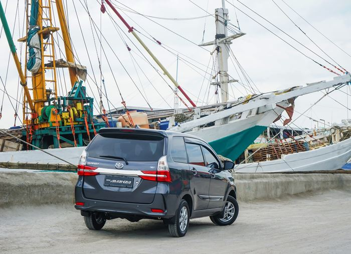 Toyota Avanza Tampak Belakang