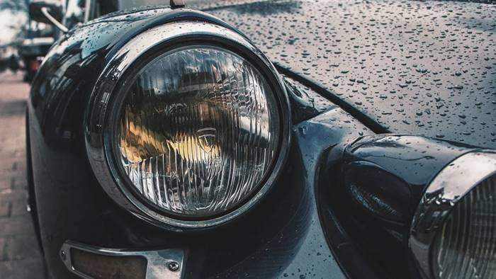 Ilustrasi Lampu Mobil