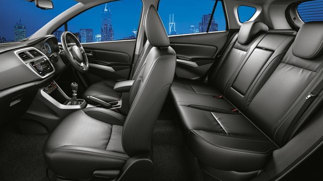 Tampilan kursi Pengemudi dan Penumpang Suzuki SX4 S Cross