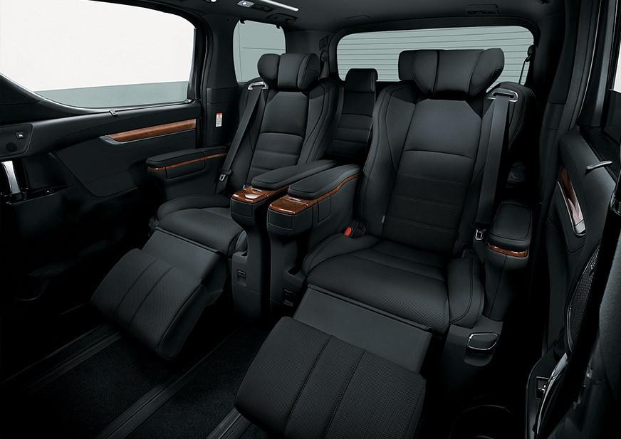 Tampilan kursi penumpang Toyota Alphard baru
