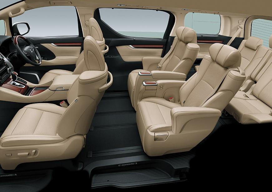 Tampilan kursi pengemudi dan penumpang Toyota Alphard baru