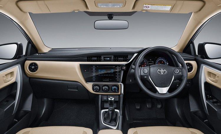 Tampilan interior dashboard Toyota Corolla Altis baru