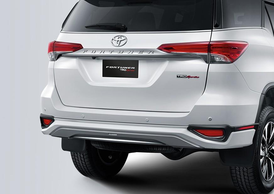 Bagian Belakang Toyota Fortuner