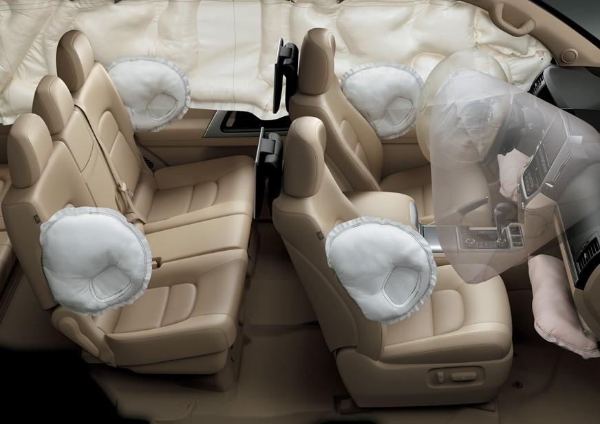 Tampilan Interior dan Fitur Airbags Toyota Land Cruiser
