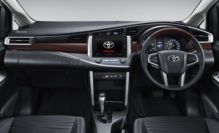 Interior Toyota Venturer 2019