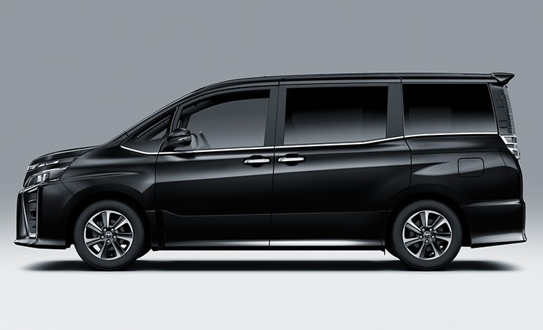 Tampak Samping Toyota Voxy 2019 2