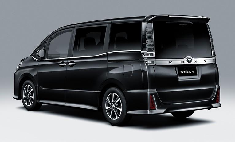 Tampak Belakang Toyota Voxy 2019