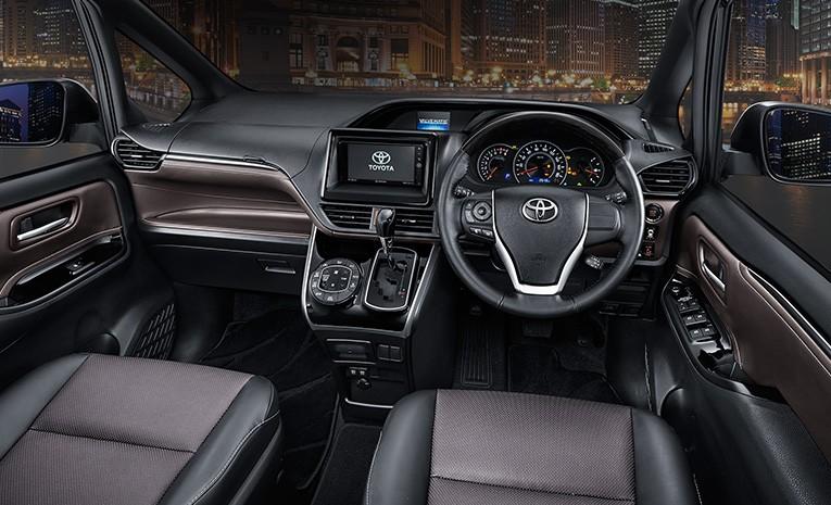 Interior Toyota Voxy 2019